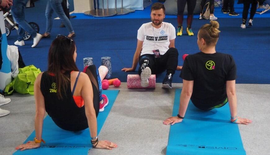 Rolowanie mięśni przez biegaczy po treningu OMS Blog
